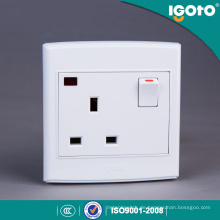 Igoto British Standard 3 Pin 13 a Wandschalter und Steckdose mit Neon