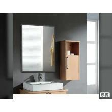 Зеркало для ванной комнаты с прямоугольной рамкой