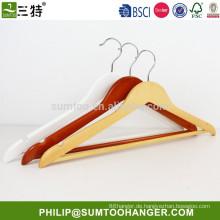 Kundenspezifische Kleiderbügel aus Holz