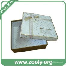 Caja decorativa del recuerdo del regalo de papel de cartón con la cinta