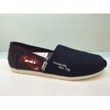Neue Ankunfts-Polka-PUNKT-Beleg auf Unisex-Freizeit-Schuhen