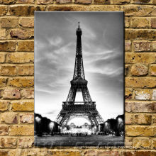 Вертикальная картина Эйфелевой стены Парижа