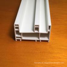 Drei Spuren PVC-Profile für Fenster und Türen
