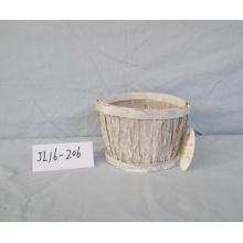 Lavar la maceta de madera blanca corteza