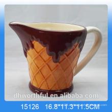 Taza de cerámica popular de la leche con la estatuilla del helado