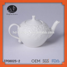Weiße Porzellan-Teekanne 650ml, geprägte Keramik-Teekanne mit Deckel, geprägte Teekanne