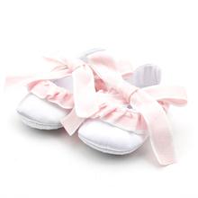 Rosa weiße Baumwollstoff-Kleid-Schuhe