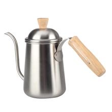 Neuer heißer Kaffee über Wasserkocher
