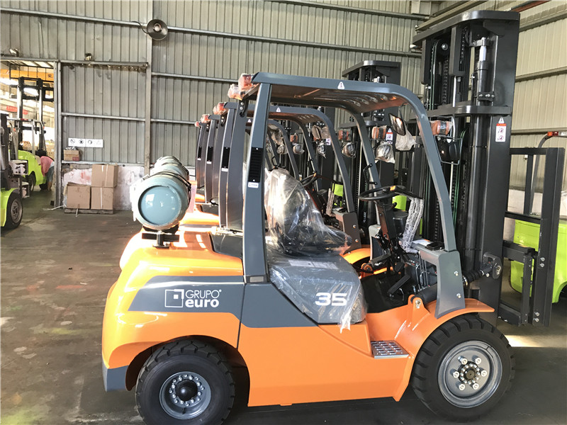 3.5ton gas forklift to Argentina from sheri04