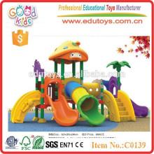 Diapositives en plastique pour enfants en plein air