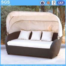 Canapé d'extérieur en meuble en rotin de jardin avec canopée