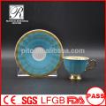 P & T Porzellan Kaffeetassen und Untertassen, bunte Abziehbilder und Untertassen