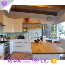 Armários de cozinha brancos modernos do projeto da amostra