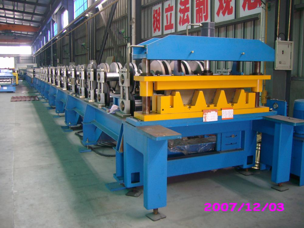 High Efficiency Steel Plates Deck Roll Forming Floor Deck Machine