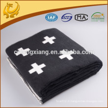 Matériau en molleton doux de haute qualité Literie à litière solide Grande taille 2 couvertures couleur 165 * 238 cm