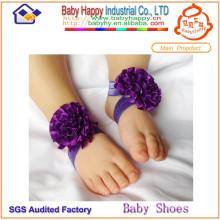La nueva manera diseñó el ornamento elegante hermoso de los zapatos de bebé