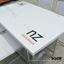 mesa de centro de superficie sólida personalizada con logotipo impreso