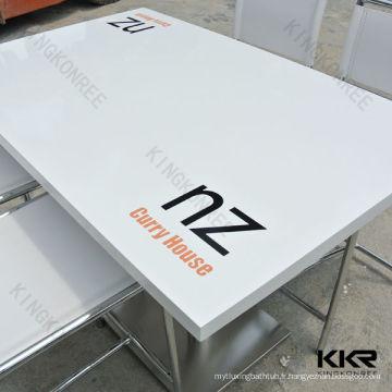 table basse faite sur commande de surface solide avec le logo imprimé