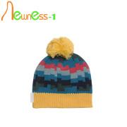Sombrero personalizado con la bola superior