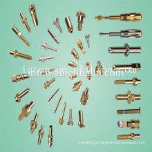 Torno de precisão CNC e peças branqueadas