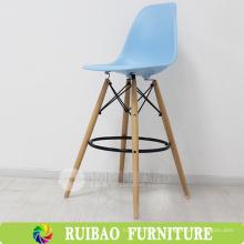Italiano fuerte cómodo plástico de madera taburete de bar Proveedor, silla alta para el bar, restaurante, KTV Wooden Legs silla de plástico