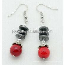 Vente en gros de corail rouge avec boucles d'oreilles à perles plates en hématite