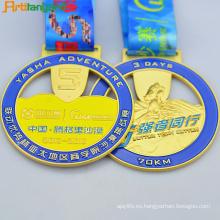 Medalla de metal de diseño más reciente con cinta