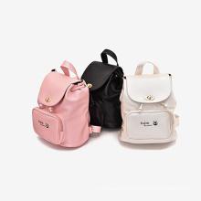 Venta caliente de Corea del pedazo mercancías baratas de la mochila de la escuela de los niños del color del llano de China con los caracteres ingleses para los niños en venta