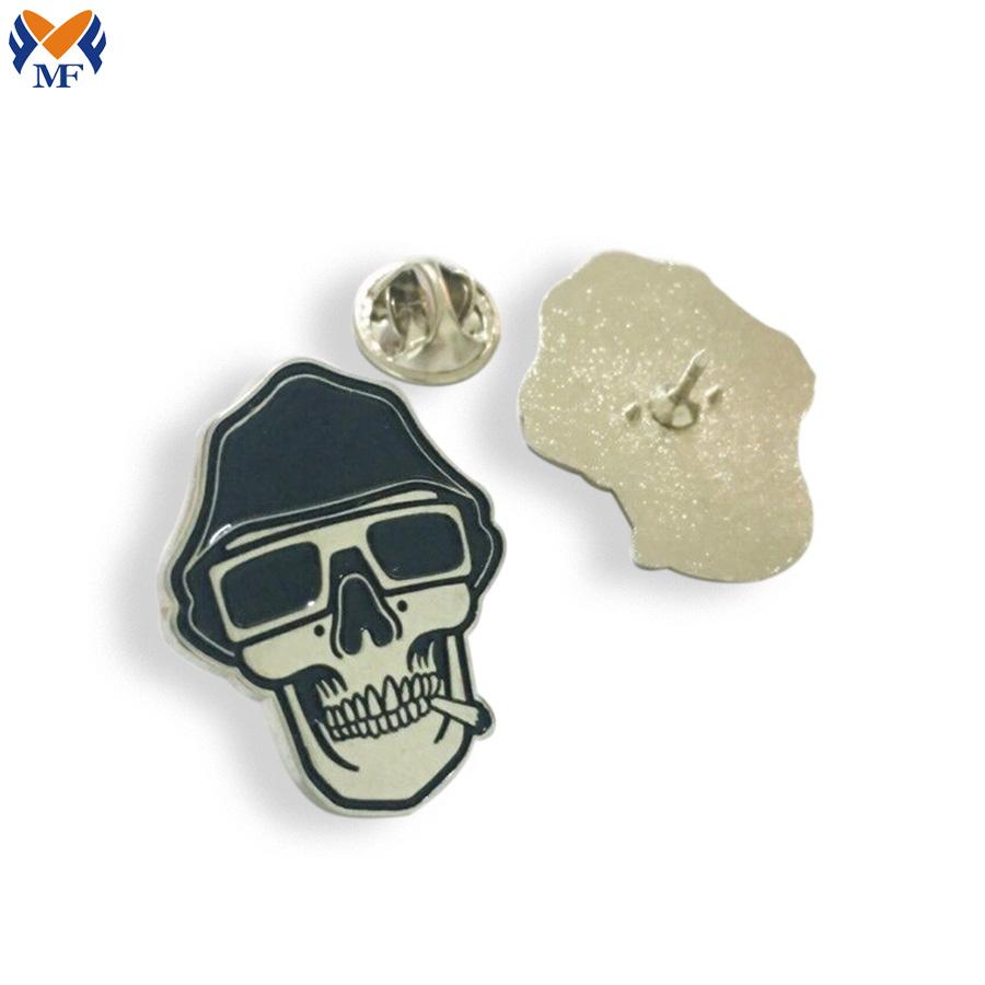 Metal Skull Pin