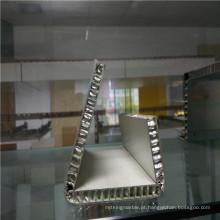 Painéis de favo de mel de alumínio dobrados para exposição mostrando suporte