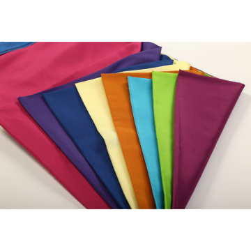 Prix imbattable pour le tissu 100% de microfibre teint par plaine de polyester pour le textile à la maison