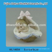 Décoration en céramique avec crémaillère crémeuse design bébé porcelaine blanche