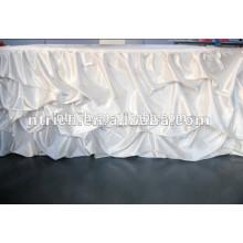 Saia de cetim com babados de mesa de decoração de casamento