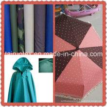 O tecido Oxford impermeável revestido para capa de chuva e guarda-chuva
