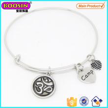 Bracelete ajustável feito sob encomenda elegante do encanto da ioga da prata da liga