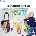 Fábrica de papelão corrugado por atacado crianças dobrando o teatro de papelão de trem
