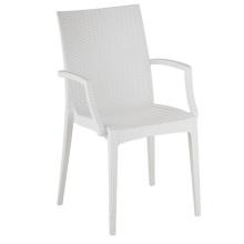 Современный стул из ротанга