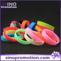 Cheap Custom Fashion Silicone Bracelet with China Wholesale
