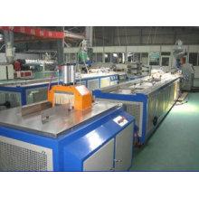 Cadena de producción del perfil de WPC PE PP, máquina de fabricación de suelos al aire libre de WPC