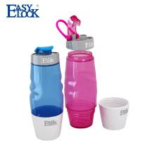 Botella de agua plástica que camina al aire libre elegante de la moda con la manija