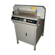 Precise cutting machine
