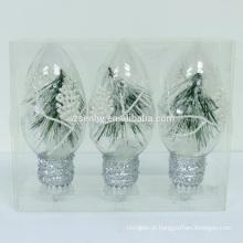 bolas incandescentes de Natal penduradas com luzes led