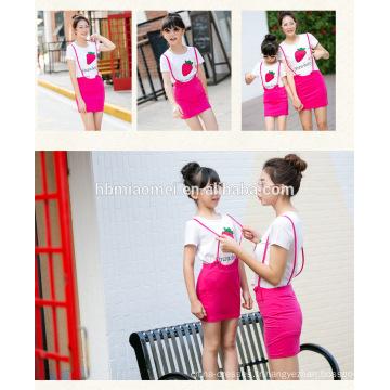 2017 été coréen style famille correspondant robe fraise impression mère et fille robe à manches courtes maman rose et moi robe