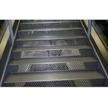 Перфорированная алюминиевая панель для лестниц
