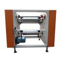 Machine de rembobinage et de découpe de film, machine de rembobinage de film élastique