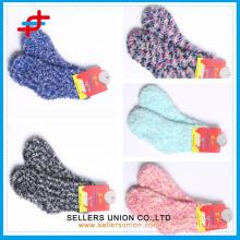 Lovely women épaississant des chaussettes en éponge à calotte / éponge éponge pour hiver