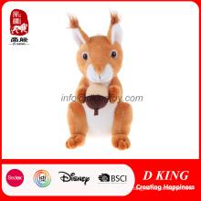 Brinquedo bonito dos miúdos que senta o brinquedo animal da floresta Esquilo luxuoso do peluche