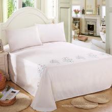 Foral azul en los patrones de tierra blanca bordado puro algodón hecho a mano hoja de cama