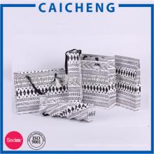 Dongguan fabrication personnalisée sacs de papier cadeau de poignée fantaisie