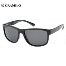 Premium vendiendo gafas de sol deportivas especializadas a medida.